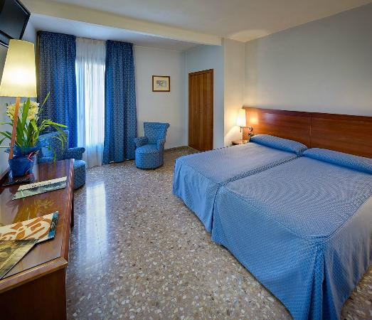 Hotel Civera: HABITACIÓN TRIPLE