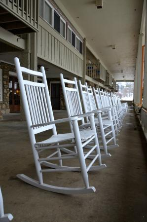 The Waynesville Inn, Golf Resort & Spa: Porch chairs overlooking golf course.