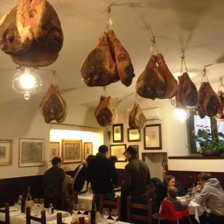 Restaurante Il Latini: una delle sale interne