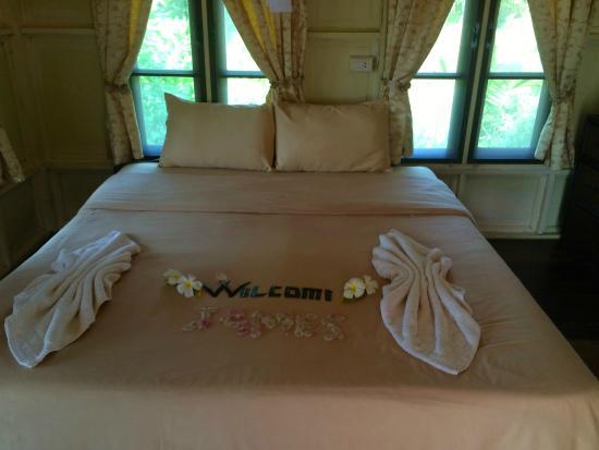 Ao Kao White Sand Beach Resort: Firm Bed