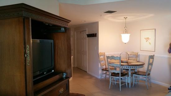 Beachside Towers at Sandestin: Westwind living room area