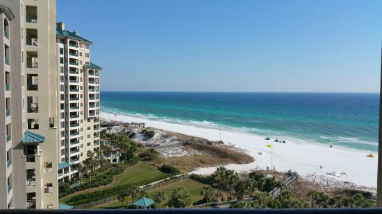 Beachside Towers at Sandestin: After view of the lightly populated beach
