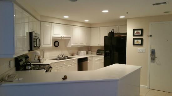 Beachside Towers at Sandestin: Westwind unit kitchen