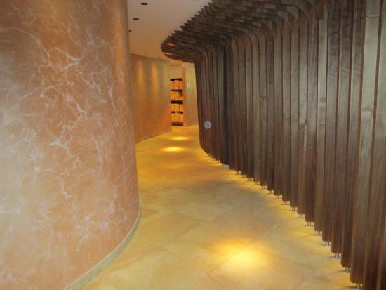 Schlosshotel Fiss: Eingang ins Spa