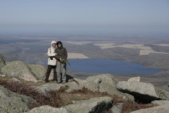 Altai Krai, Rússia: Вид с горы Синюха на озеро Белое