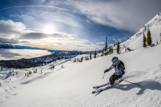 Selkirk Snowcat Skiing: sun and snow