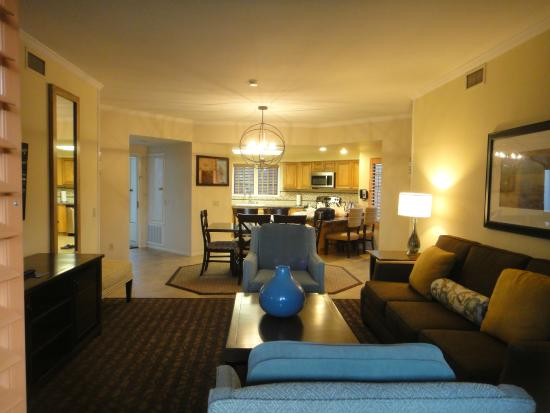 Welk Resort San Diego: Spacious Kitchen And Living Room