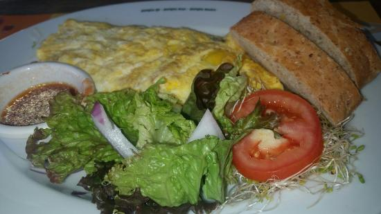 100% Natural: Omelet w side salad