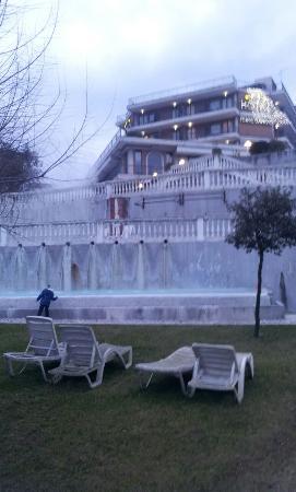 Hotel Terme Capasso: visione dal basso dell'albergo