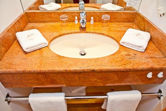 Residence Hoteliere La Pinede Bleue: lavabo