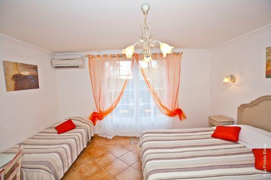 Residence Hoteliere La Pinede Bleue: chambre triple