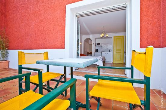 Residence Hoteliere La Pinede Bleue: terrasse privée studio RDC