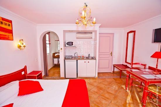 Residence Hoteliere La Pinede Bleue: kitchenette équipée