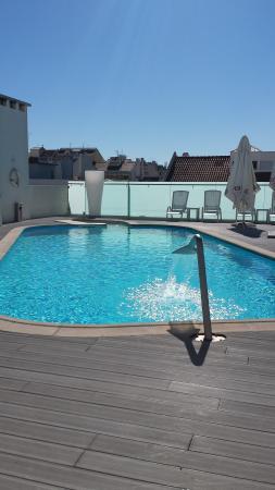 Sana Reno Hotel Rooftop Swimmingpool