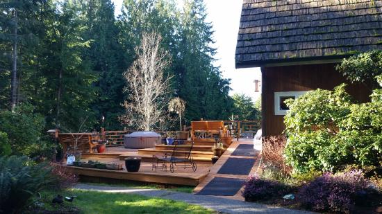 Green Cat Guest House and B&B: hot tub deck