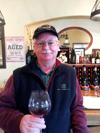 Papapietro Perry Winery: Very enjoyable tasting experience