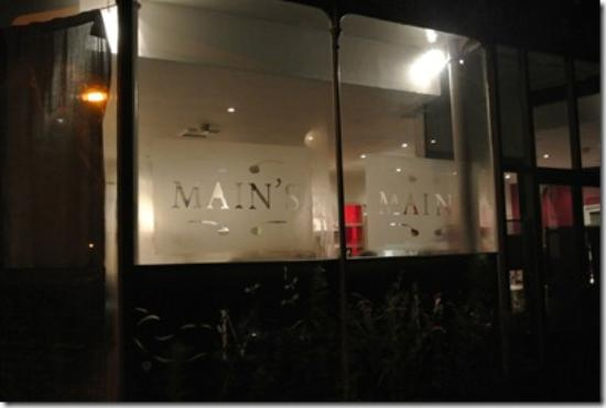 Main's Restaurant: Welcome Window on awinter's Nibght