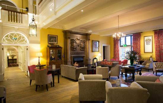 G Bar & Bistro: Inner Hall