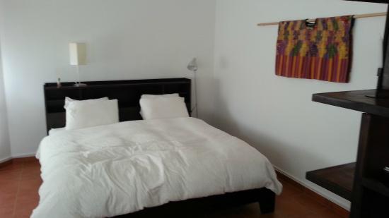 Isla Verde Hotel: Large bed