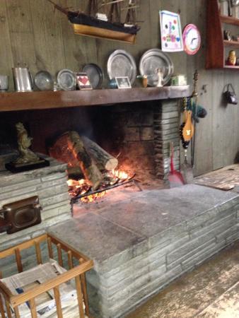 Greenspade Inn : Fireplace at breakfast