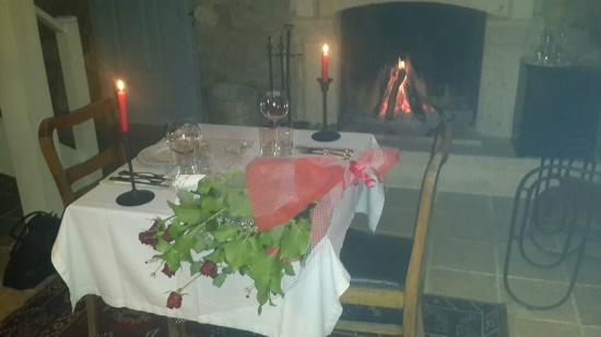 TashMahal Alacati: romantic night in fornt of fire place