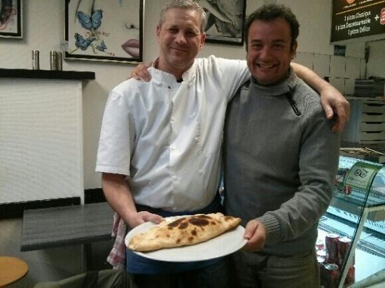 Pizza Fifi: Un client fidèle depuis plusieurs annee , fan de calzone....