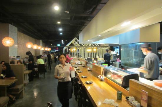 Shin Kushiya: Restaurant interior
