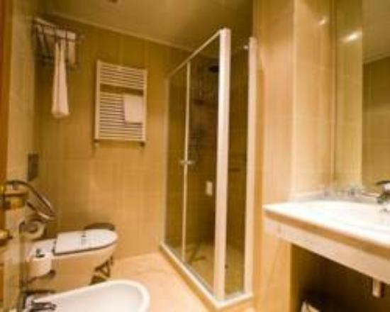 Hotel Rosaleda del Mijares: baño hotel