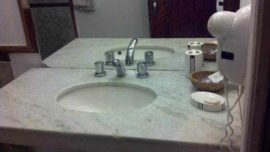 Passaro Suites Hotel: Bacha del baño, buenas condiciones