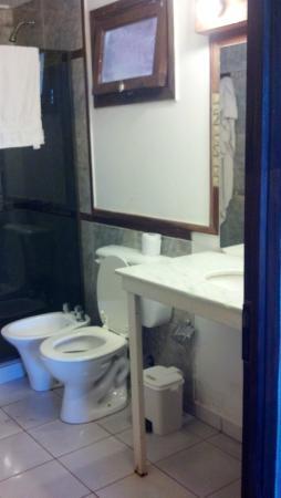 Passaro Suites Hotel: Baño sanitarios y bacha ok