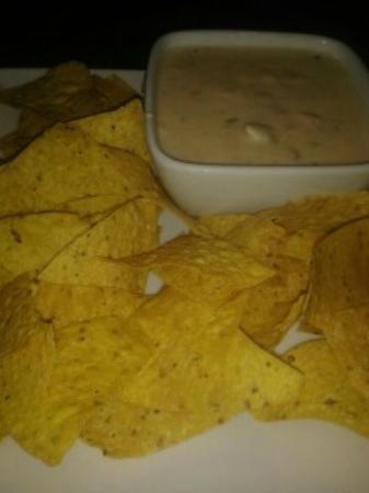 Ruby Tuesday : Artichoke Dip with tortilla chips