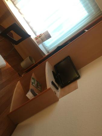Ibis Münster City: A small TV is available, should you need it.