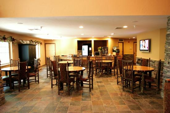 Whitefish Lodge and Suites: Breakfast Area