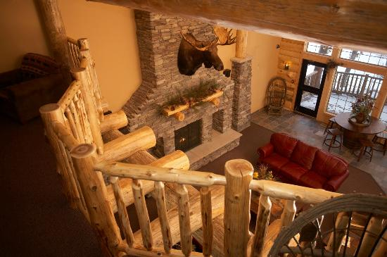 Whitefish Lodge and Suites: Lobby Fireplace