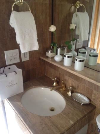 Lowell Hotel : bathroom decor