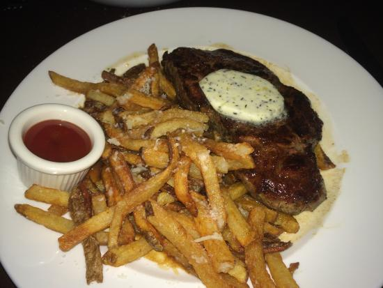 Rouge: Steak with parmesan frites