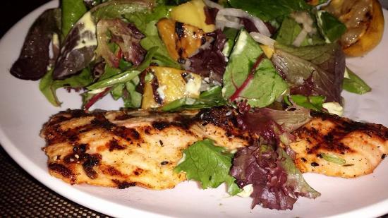 Seasons 52 : salmon salad