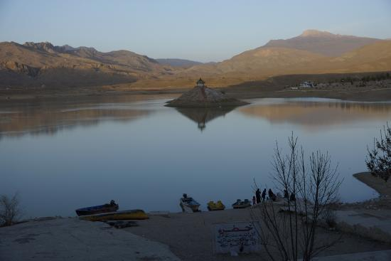 Front view of Hanna Lake.