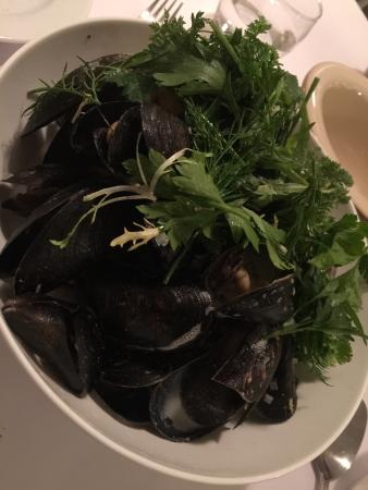 Restaurant Et: Mussels are mussels. Great.