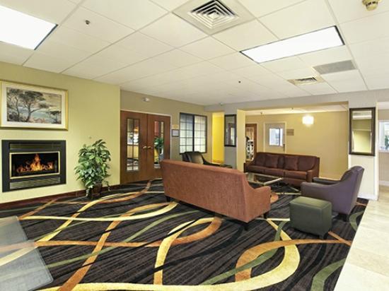 Red Lion Inn & Suites Denver Airport: Lobby