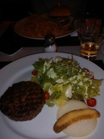 Ritz : Hambúrguer caseiro e molhos deliciosos