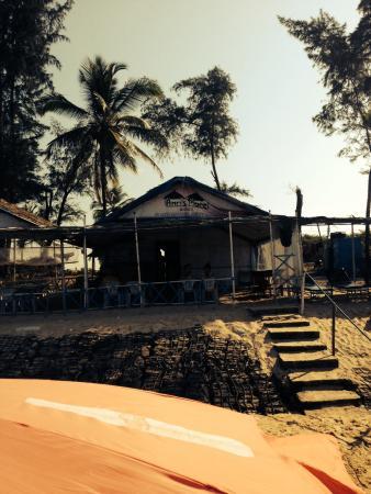 A's Holiday Beach Resort: Good beach bar