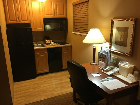 Mainstay Suites: Kitchen and Desk
