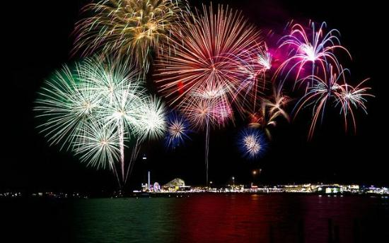 Bay Area Houston, TX: Fireworks over Kemah Boardwalk