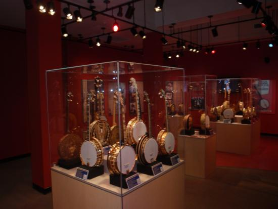 American Banjo Museum : Just one of the many display cabnets