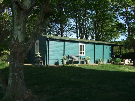Trefin, UK: Private En-suite Fully fitted B&B Cabin - two adults