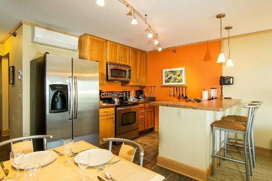 East Bay Suites: Kitchen
