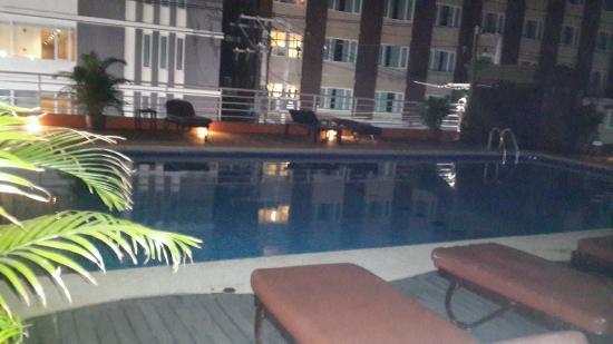 Eastiny Plaza Hotel: ODADAN HAVUZ GORUNTUSU