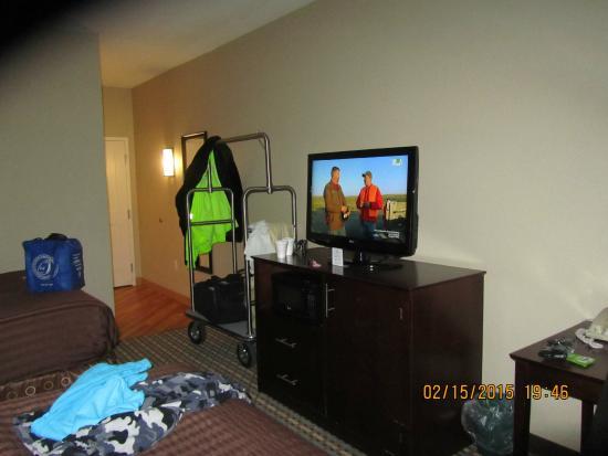 La Quinta Inn & Suites Chambersburg: tv area in room