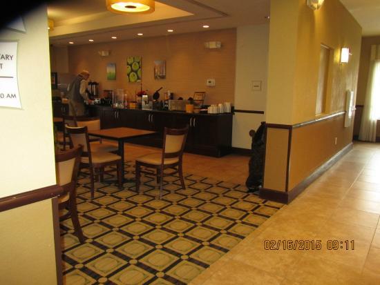 لا كوينتا إن آند سويتس تشامبرسبورج: breakfast area